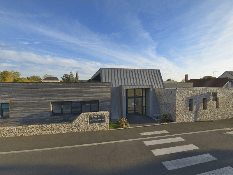 Maison de santé, Chateauneuf-sur-Sarthe, extérieur, Sophie Seigneurin, architecte, Olivier Calvez, photographe